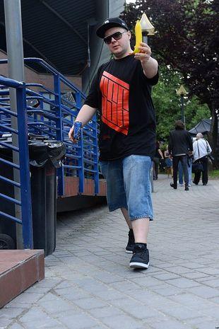 Donatan z nagą Olą Ciupą reklamuje nowy kawałek – Slavica
