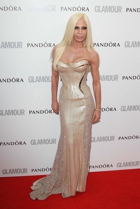 Donatella Versace - czy ta twarz co� jeszcze przyjmie? FOTO