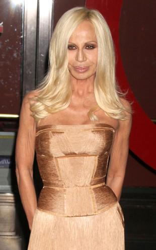 Czemu Donatella Versace zawdzięcza swój wygląd?