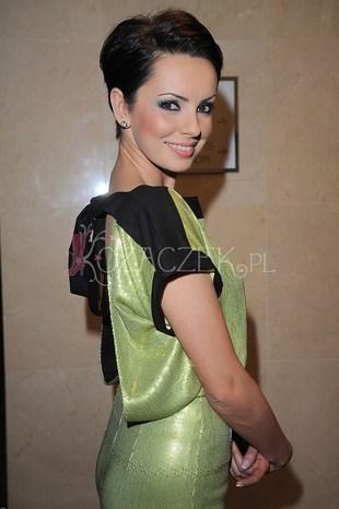Dorota Gardias zakryła dekolt i kusiła plecami (FOTO)