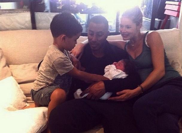 Doutzen Kroes urodziła i pokazała córeczkę! (FOTO)