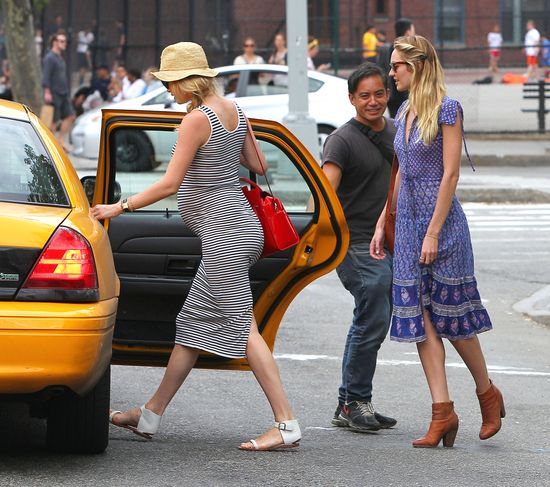 Ciężarna Doutzen Kroes spędza czas z Candice Swanepoel FOTO