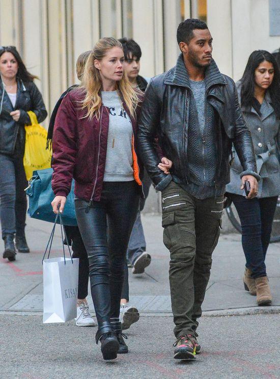 Naturalna Doutzen Kroes z mężem na zakupach (FOTO)