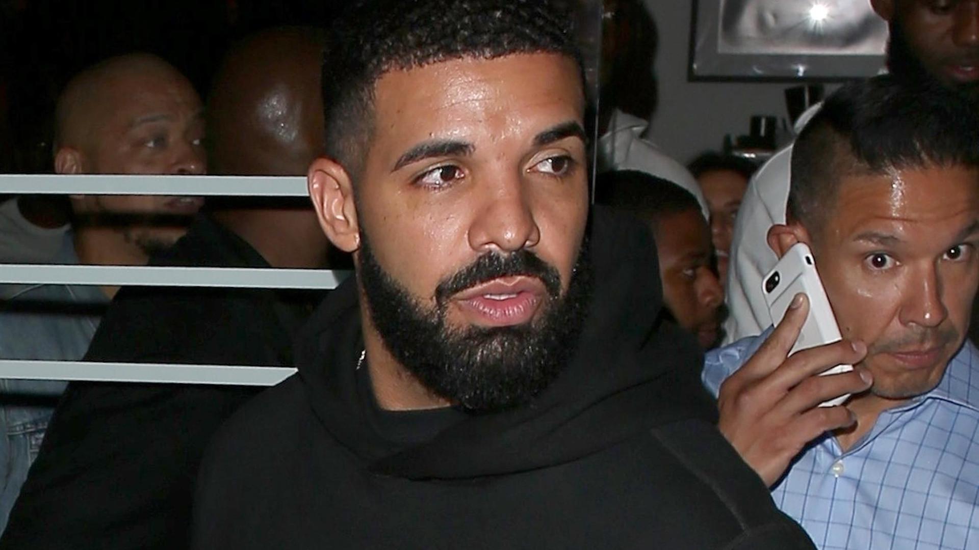 Drake w ogniu krytyki za całowanie 17-latki na swoim koncercie (VIDEO)