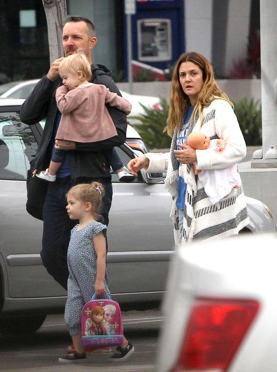 Zamiast Birkin nosi lalki swojej córki (FOTO)