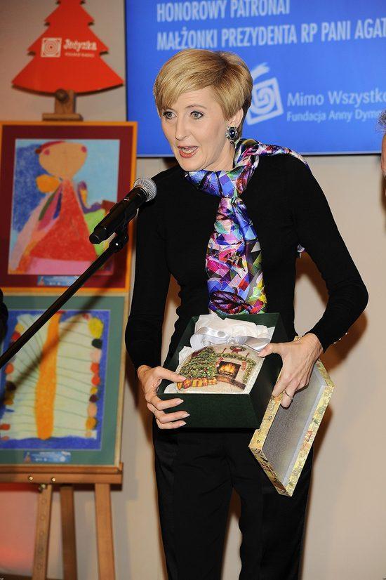 Dorota Wr�blewska skrytykowa�a str�j Agaty Dudy z uroczysto�ci powitania papie�a