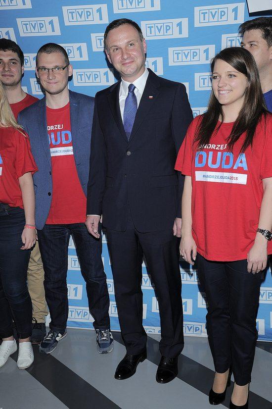 Andrzej Duda pociesza internautk� ze z�amanym sercem
