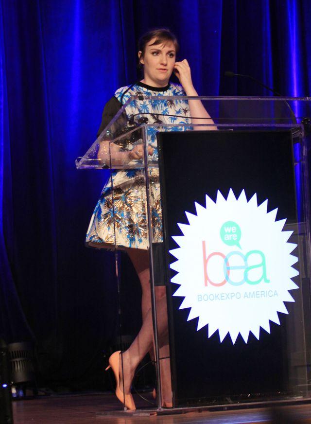 Lena Dunham: Oglądając te zdjęcia gwałcicie je!