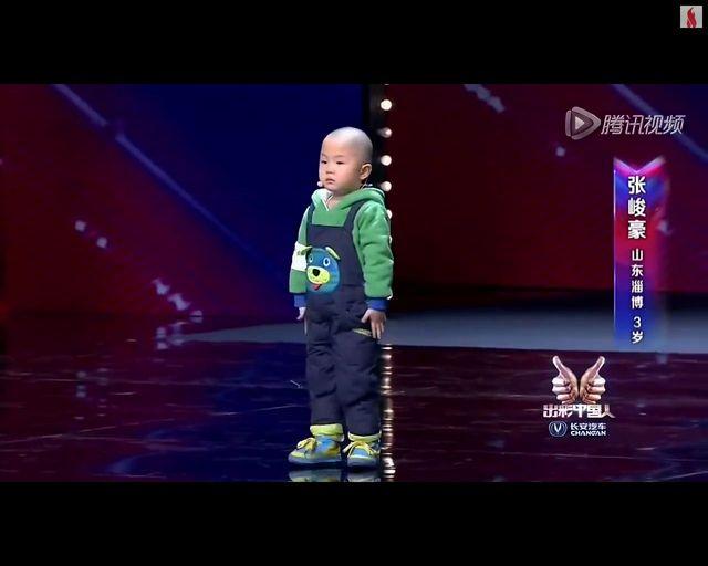 S�odki 3-latek ta�czy w talent-show [VIDEO]