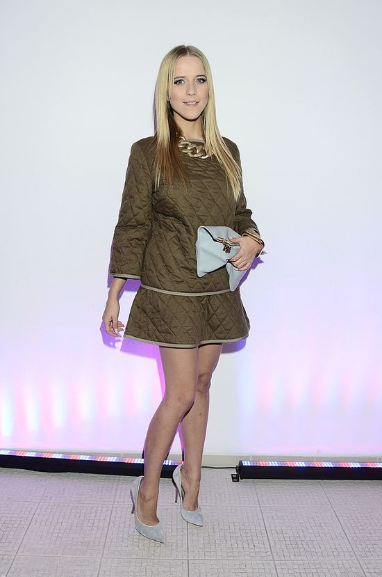 Jessica Mercedes w pikowanej sukience.