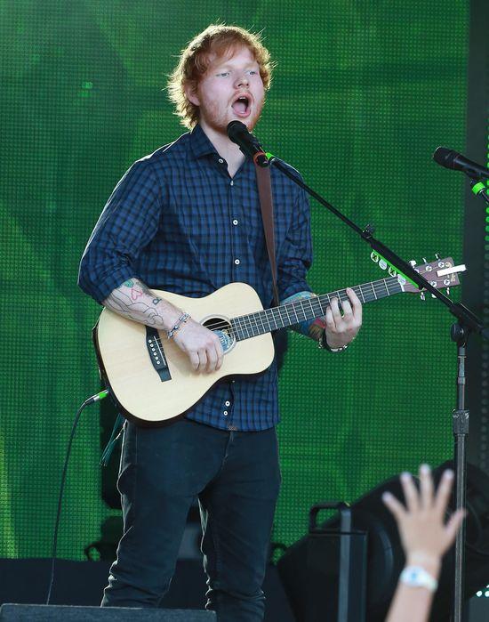 Ed Sheeran załatwił się w spodnie podczas koncertu!