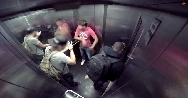 A gdyby tak w windzie złapała Was biegunka? (VIDEO)