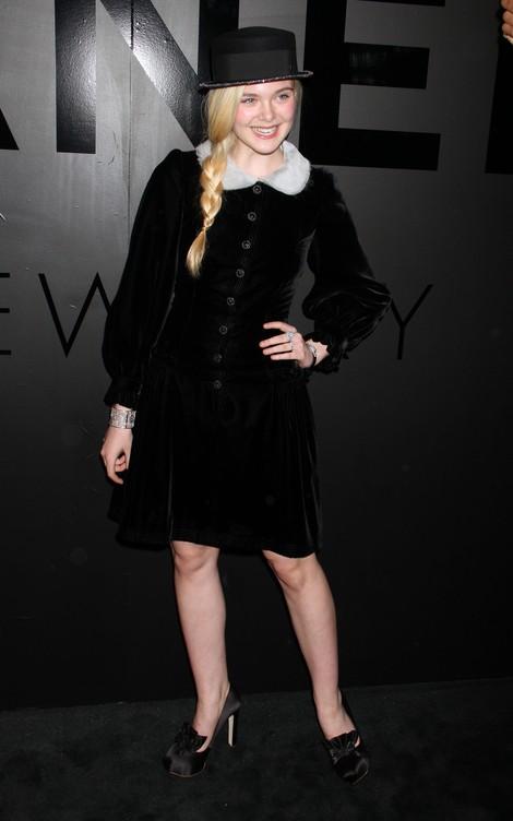 Elle Fanning odważnie eksperymentuje z modą (FOTO)