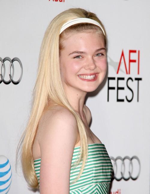 Elle Fanning - dziewcz�ca i �wie�a na czerwonym dywanie
