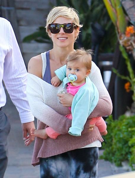 Córeczka Chrisa Hemstwortha robi się coraz ładniejsza (FOTO)
