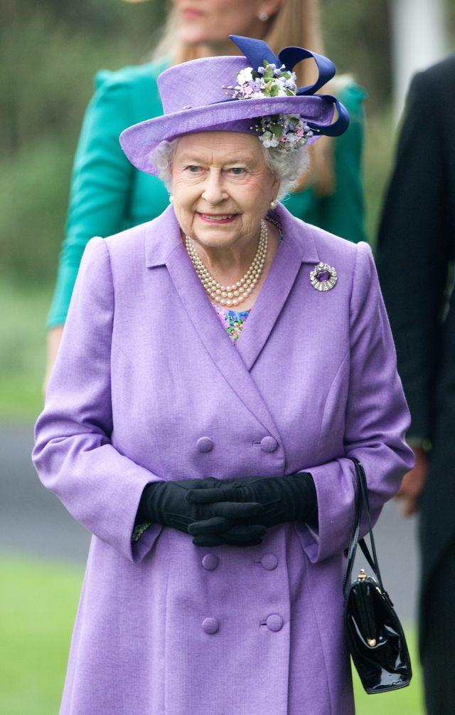 Królowa nosi przy sobie pieniądze tylko w TYM jednym dniu