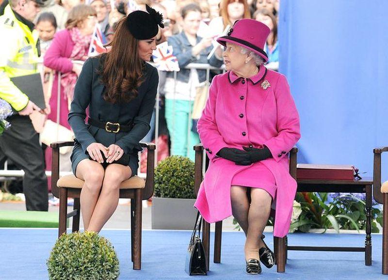 Oto SEKRET kolorowych strojów Królowej Elżbiety