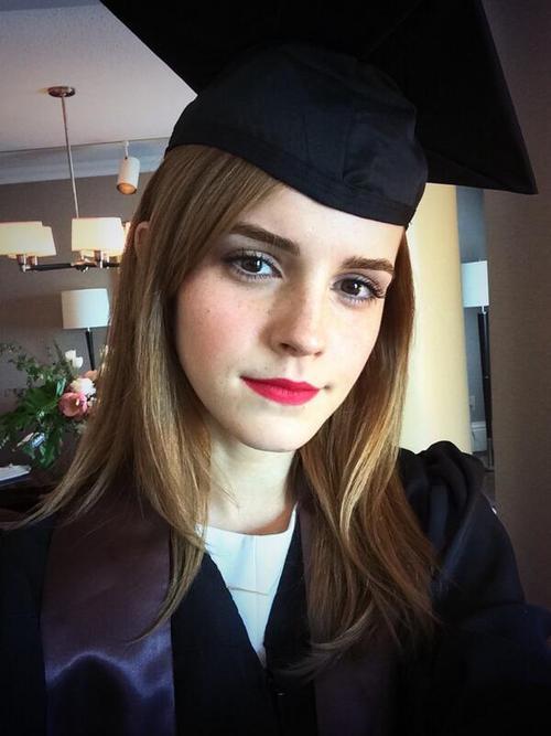 Pani magister Emma Watson (FOTO)