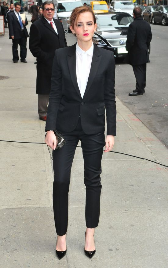 Zachwycająca Emma Watson w klasycznym garniturze (FOTO)