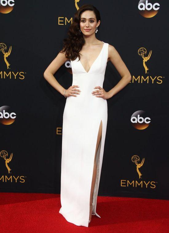 To jej urodą zachwycają się internauci. Piękna Emmy Rossum?