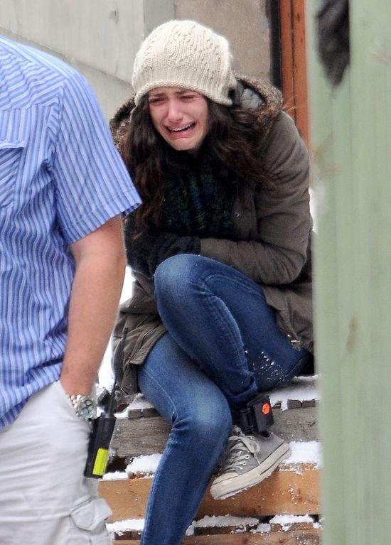 Czemu Emmy Rossum tak rozpacza? (FOTO)