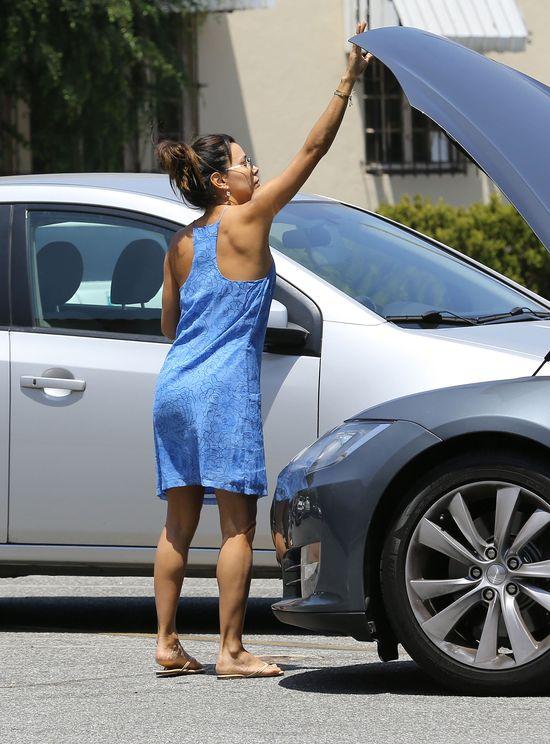 Eva Longoria potrafi naprawi� samoch�d? (FOTO)