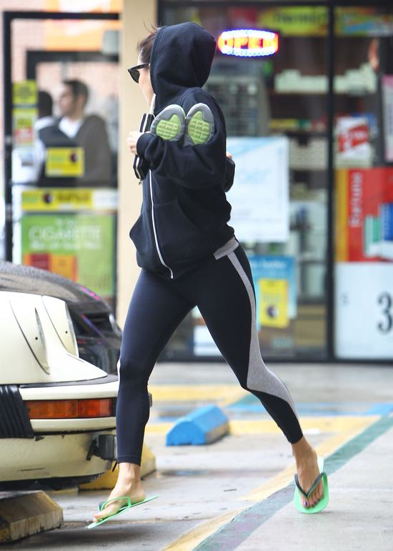 Eva Longoria i jej jogging w deszczu (FOTO)
