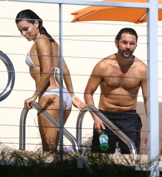 Eva Longoria w bikini - co z tą ciążą?! (FOTO)
