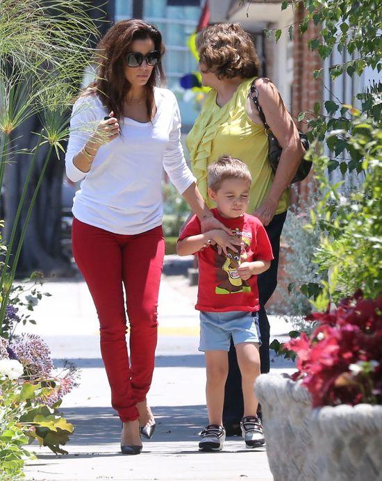 Eva Longoria zabrała rodzinę do fryzjera (FOTO)