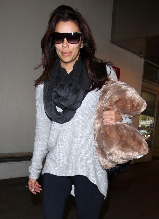 Eva Longoria ma obsesję na punkcie... poduszki? (FOTO)
