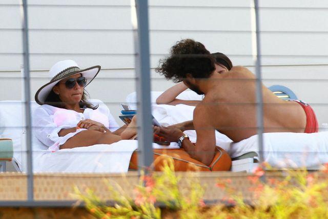 Eva Longoria Wielkanoc spędziła nad basenem (FOTO)