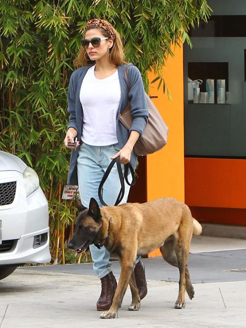 Eva Mendes z czworonożnym przyjacielem Hugo (FOTO)