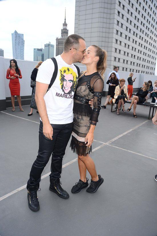 Romantyczna (i MODNA) Ewa Chodakowska na pokazie mody (FOTO)
