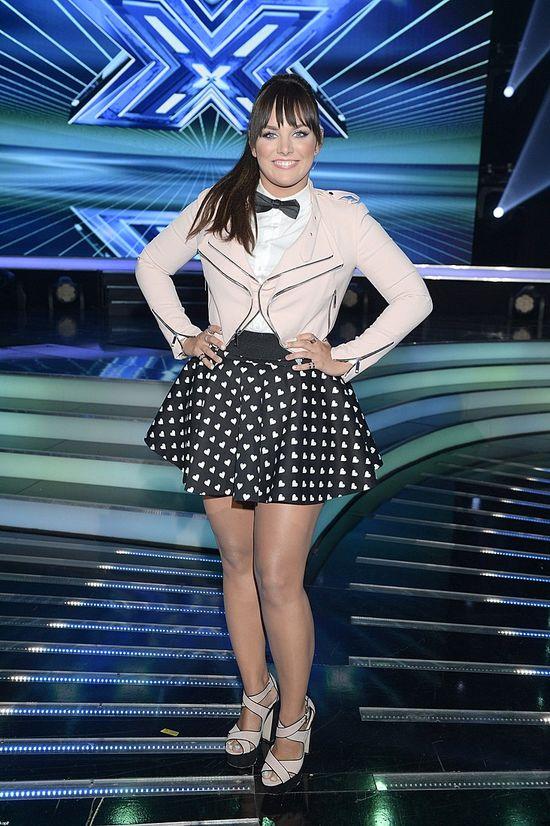 Coraz większa Ewa Farna nosi coraz krótsze spódniczki (FOTO)