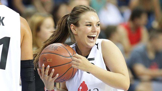 Ewa Farna zagrała w meczu Gortat Team – Wojsko Polskie (FOTO)