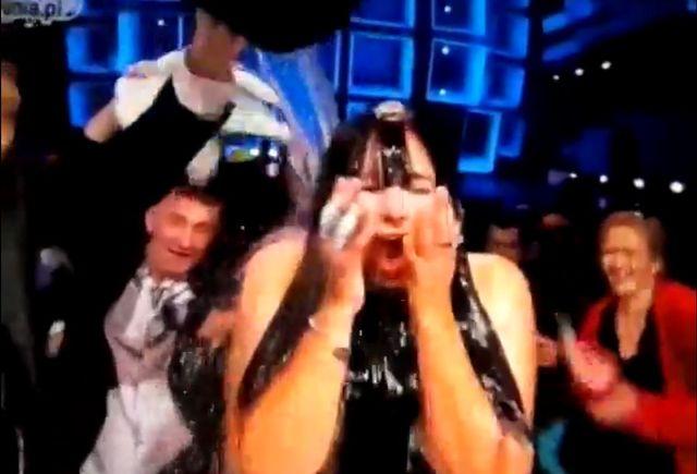 Ewa Farna zrobi�a SPLASHA na wizji! (VIDEO)