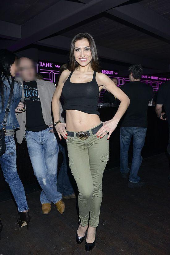 Angelika Fajcht w staniku na imprezie (FOTO)