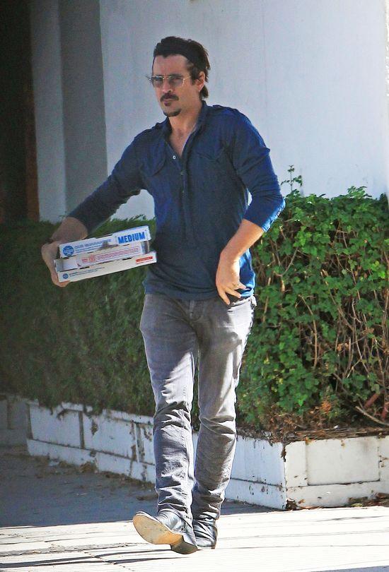 Colin Farrell jako dostawca pizzy (FOTO)