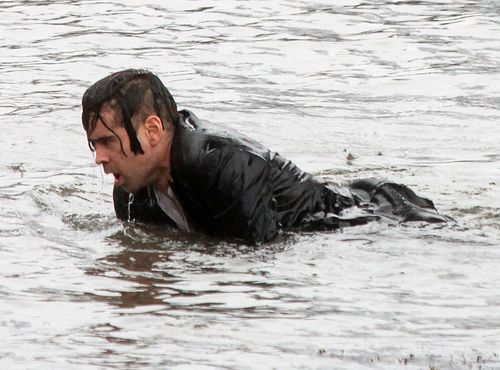 Zimna kąpiel Colina Farrella (FOTO)