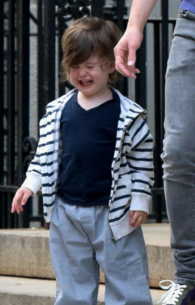 Wrzask, płacz, krzyk syna Anne Hathaway i PAPARAZZI. Co zrobiła aktorka?