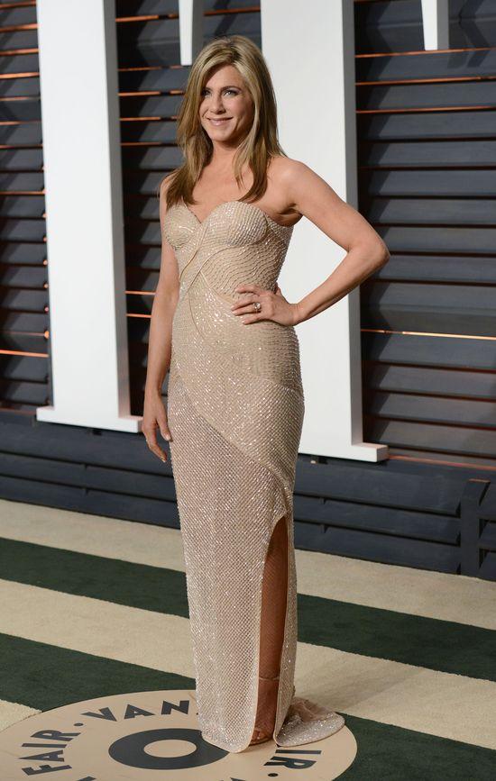 Jennifer Aniston w kremowej sukni