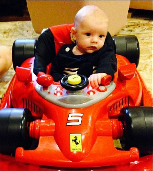 Synek Fergie ju� je�dzi w�asnym Ferrari (FOTO)