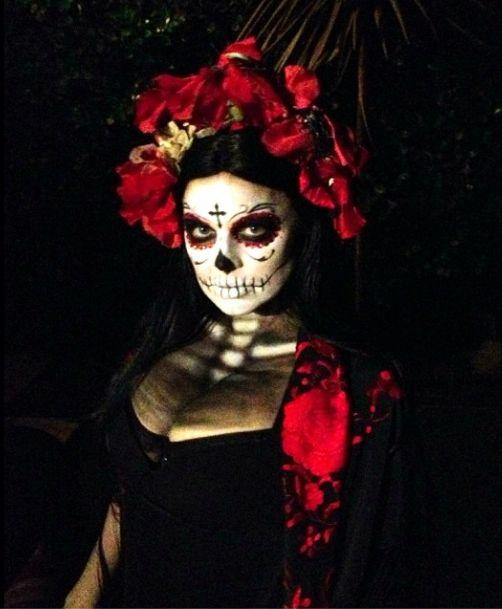 Ta m�oda mama zaszala�a podczas Halloween! (FOTO)