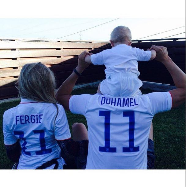 Synek Fergie już stawia pierwsze kroki (FOTO)