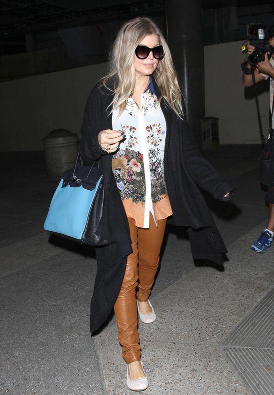 Ciężarna Fergie na lotnisku