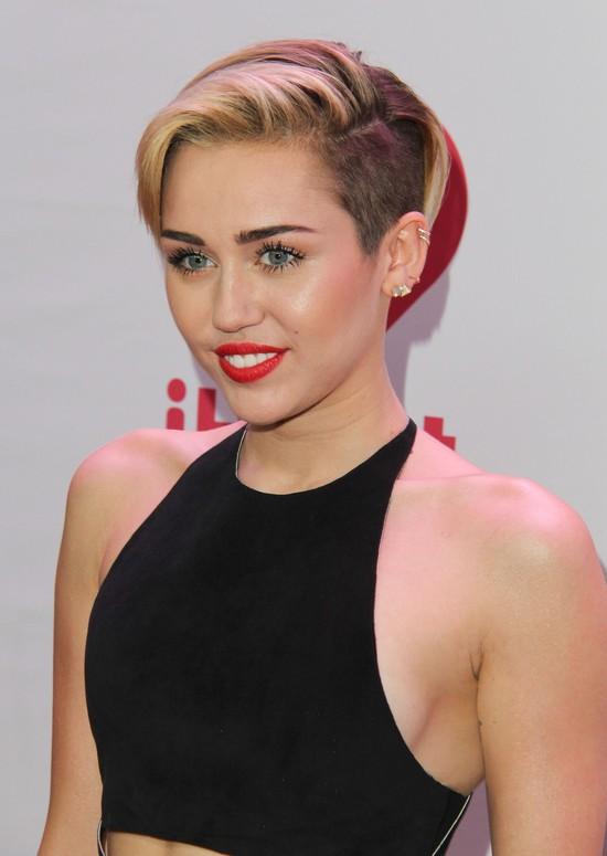 Miley Cyrus na imprezie Jingle Ball (FOTO)