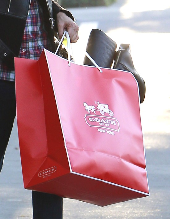 Gdy Jessica Alba kupuje prezenty na �wi�ta… (FOTO)