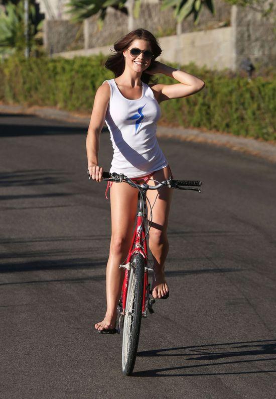 Silikonowa miss w kampanii reklamowej (FOTO)