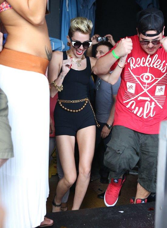 Miley Cyrus chudnie w oczach (FOTO)
