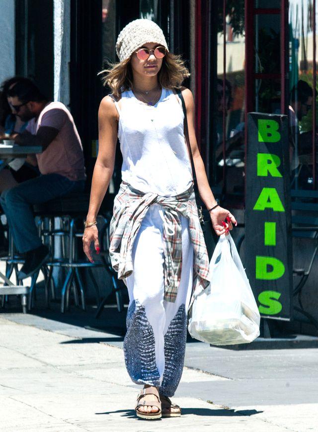 Vanessa Hudgens w (na)stroju grunge (FOTO)